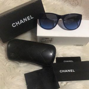 Chanel Authentic Like new sunglasses